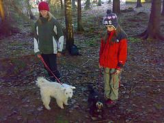 pepsy och muffin i skogen!